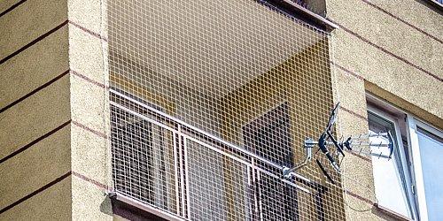 <center>Balkony, loggie, tarasy, okna.