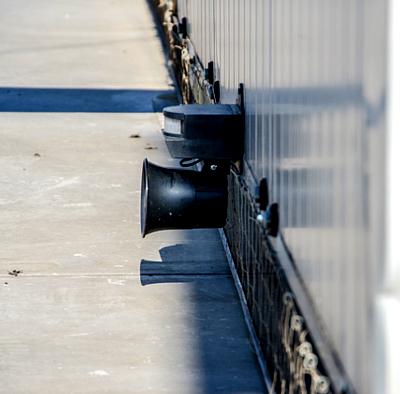 dzwiekowy odstraszacz na ptaki z dachów
